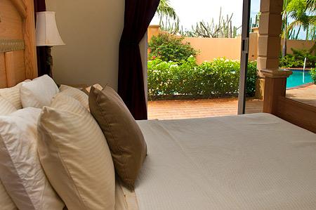villa-safir-18-bedroom-pool