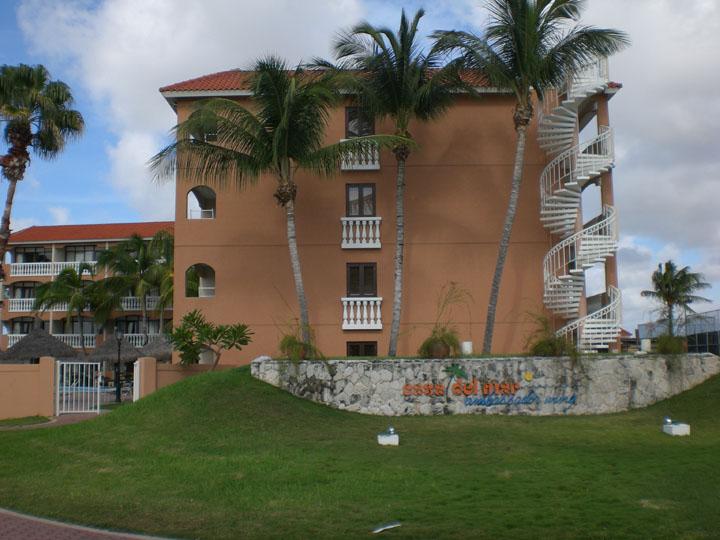 Casa-del-Mar-Beach-Resort-Aruba-08-Ambassador-Wing