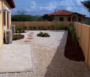 sideyard.jpg.w300h257 17