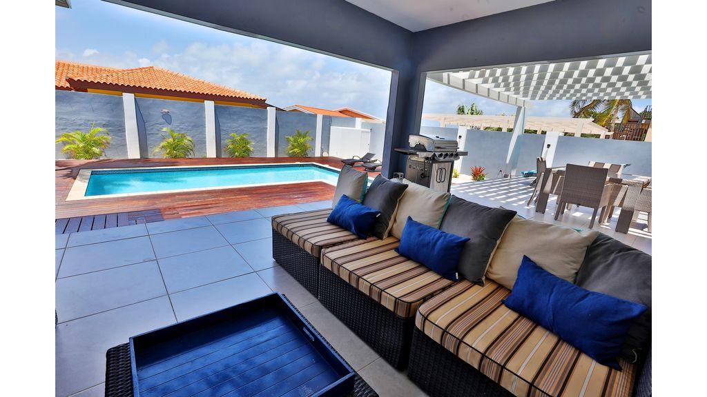 LARGE MODERN BEACH VILLA aruba haven 1