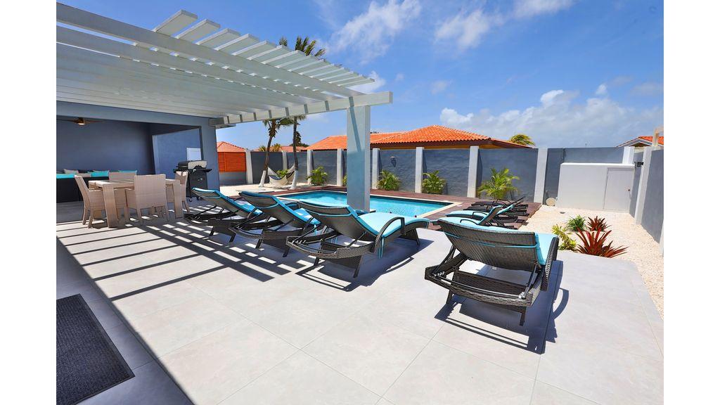 LARGE MODERN BEACH VILLA aruba haven 33