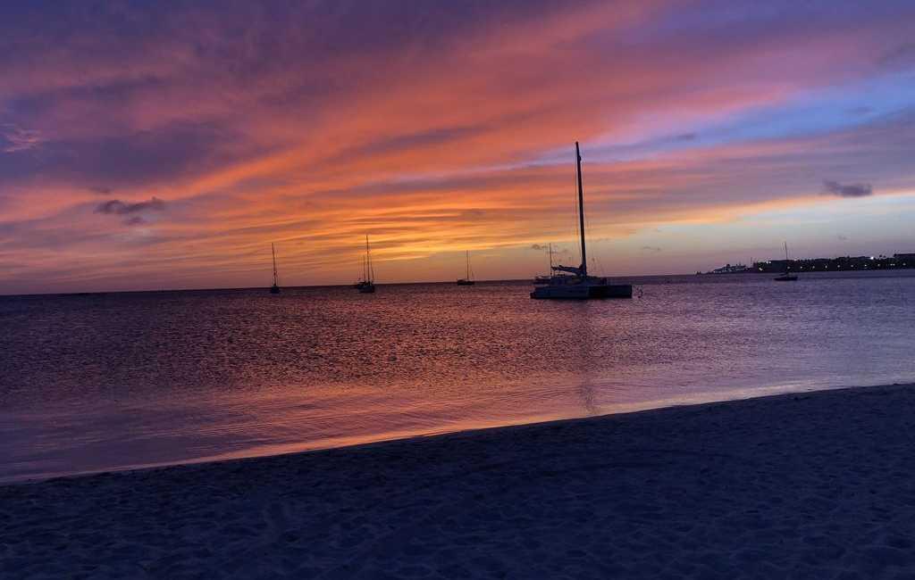 LARGE MODERN BEACH VILLA aruba haven 35