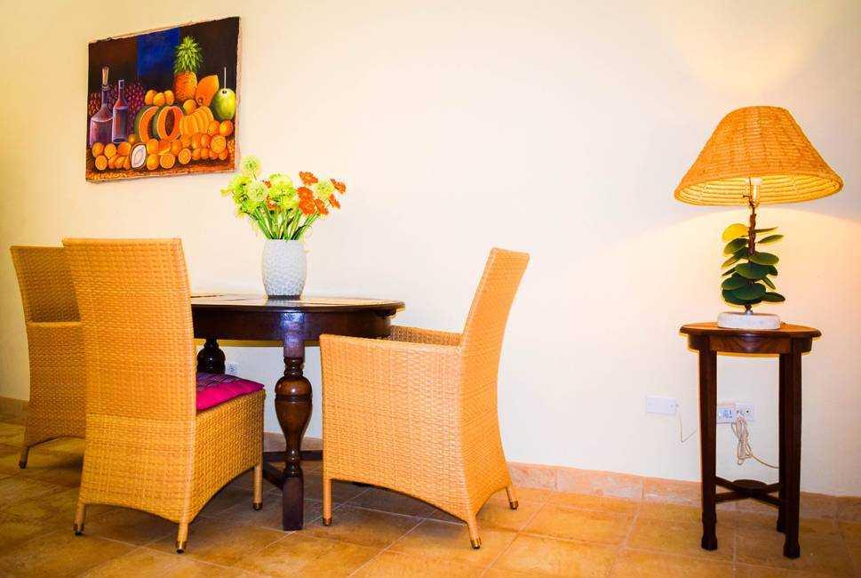 Spacious apartment near Palm Beach with POOL! 10