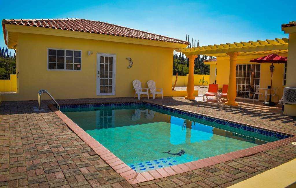 Spacious apartment near Palm Beach with POOL! 7