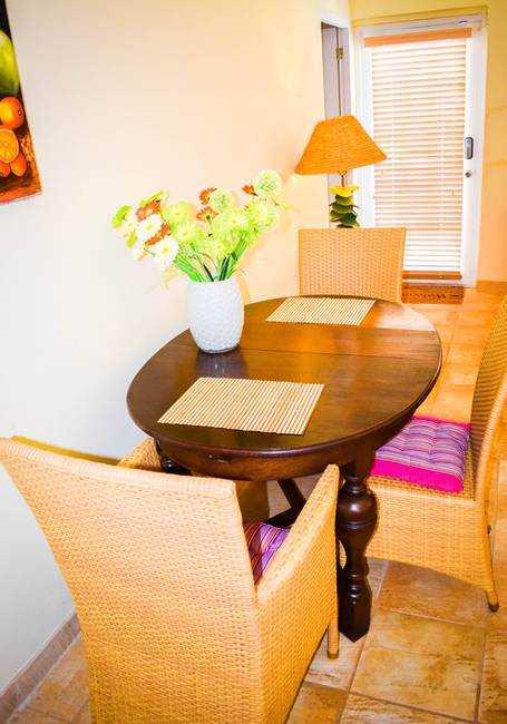 Spacious apartment near Palm Beach with POOL! 8