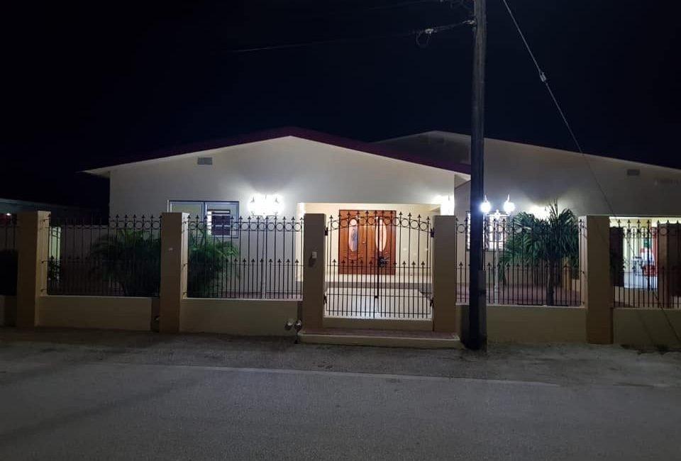 Beautiful Villa For Rent in Paradera 1