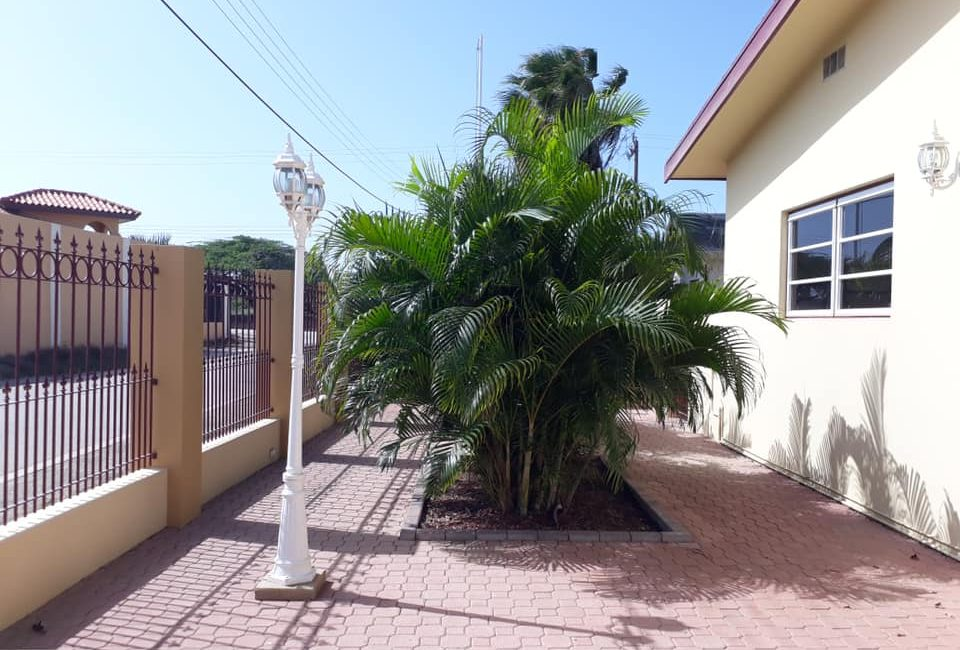 Beautiful Villa For Rent in Paradera 2
