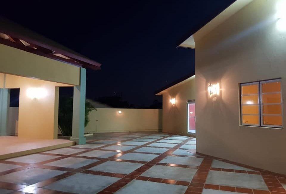 Beautiful Villa For Rent in Paradera 7
