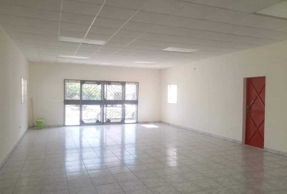 COMMERCIAL SPACE AVAILABLE FOR RENT In Oranjestad 4