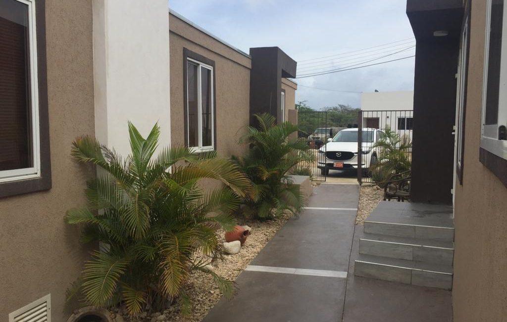 apartment Eagle Beach near Blue Village and Madame Jeanett 9