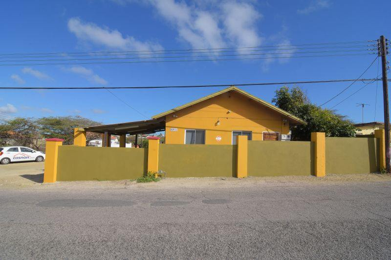 House for Sale In The Located in the Neighborhood of Diamantbergweg - San Nicolaas 2