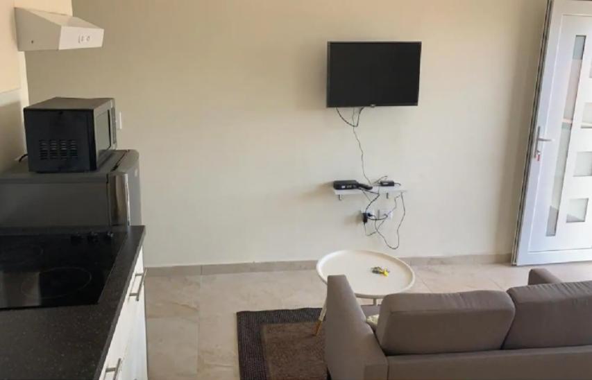 Alto vista Living + Kitchen